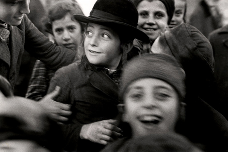 © Mara Vishniac Kohn, Courtesy International Center of Photography. Écoliers juifs à Mukacevo, vers 1935-1938, Tchécoslovaquie. Droits réservés.